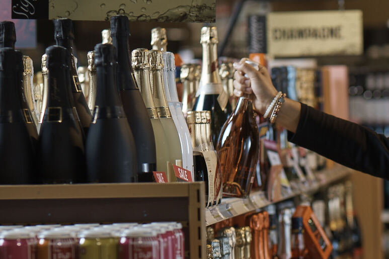 Government must rethink abrupt, inconsistent proof-of-vaccination requirement for liquor stores